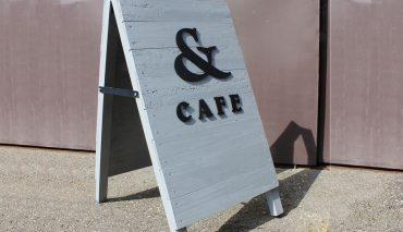 木製A型看板にアイアン切文字