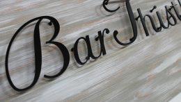 木製看板とアイアン切文字(Bar Thistle様)